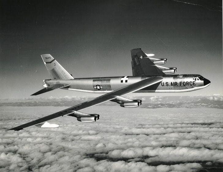 soğuk savaş mark 39 termonükleer bombalarıyla düşen b-52